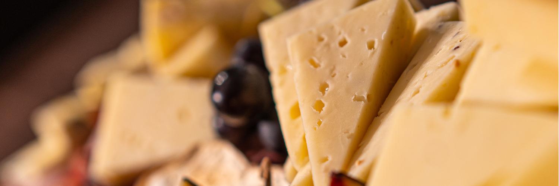 À la découverte des fromages à raclette de Suisse et de Savoie