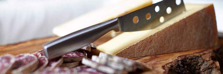 Raclette et charcuterie, le duo que le monde nous envie