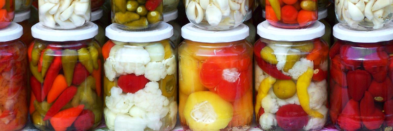 Raclette et cornichon VS raclette et pickles, le duo tradition contre modernité