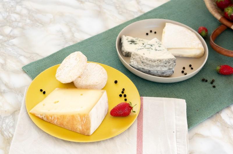 Box de fromage livrée à domicile avec : tomme au thé rouge des Vosges, séchons de vache, Reblochon AOP et fromage bleu de chèvre