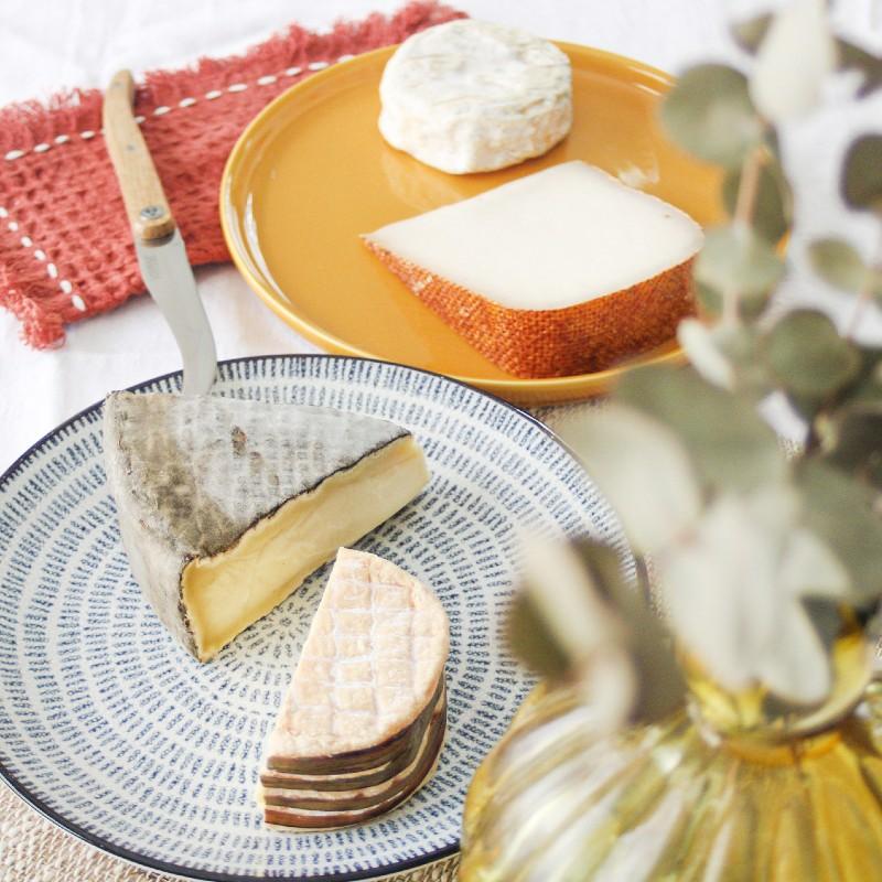 Box de fromages avec Livarot, Saint-Nectaire, Cayrol et Brézin